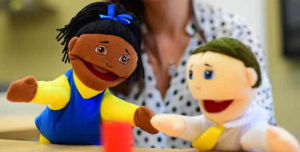 Deux marionnettes - Garderie à l'Université de Saint-Boniface