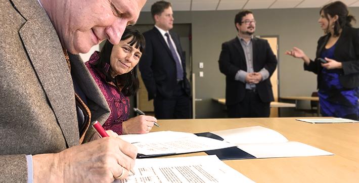 Gabor Csepregi et Martha Jackman signent une entente