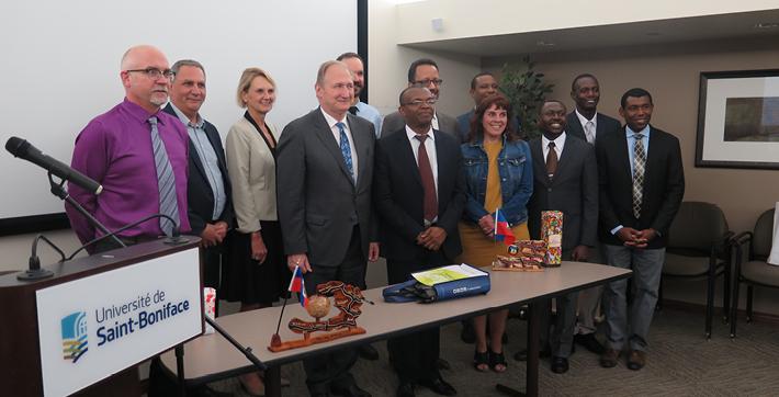 Partenaires de l'entente CREFI-USB et membres de la 6e cohorte de la maitrise en éducation.