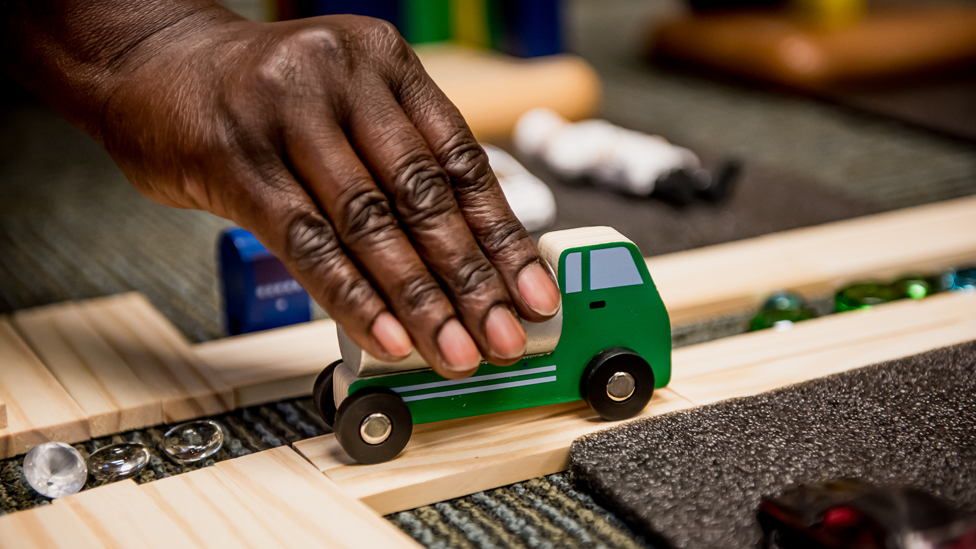 Petit camion vert, jouet du programme d'Éducation de la jeune enfance de l'USB.