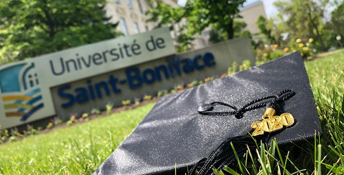 Mortier 2020 devant l'Université de Saint-Boniface.