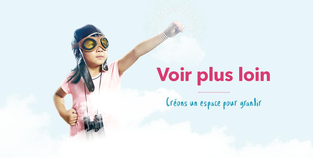 Petite fille déguisée en pilote. Voir plus loin. Créons un espace pour grandir.