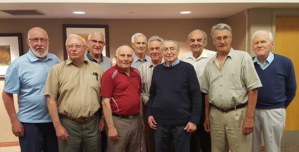 Classe de 1956 de l'USB lors d'une réunion.