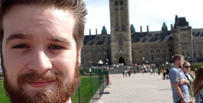 Ryan Johannson, étudiant en sciences à l'USB, en stage à Ottawa.