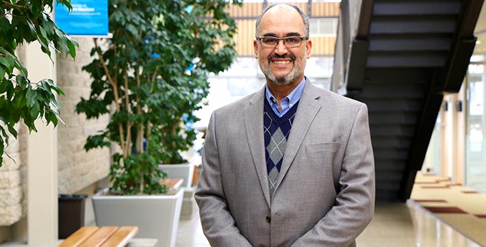 Profil - Youssef Bezzahou, professeur à l'USB