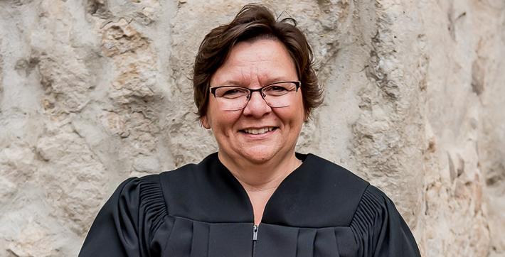 Joanne Colliou, récipiendaire d'un diplôme honorifique de l'Université de Saint-Boniface.