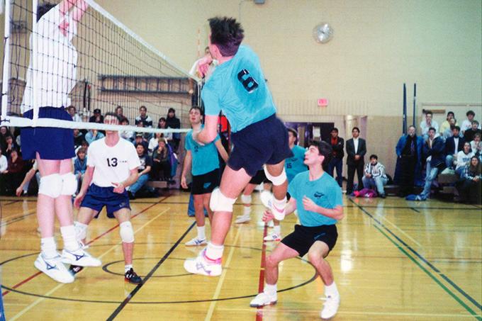 Vue du filet sous le ballon - volleyball féminin - Les Rouges