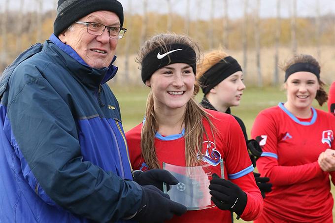 Stéphanie Jones est reconnue lors du Championnat MCAC 2019 de soccer féminin.